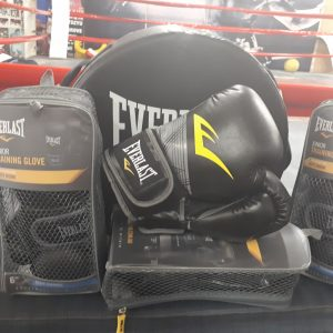 Everlast 6 ounce gloves